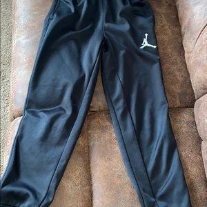 Nike therma fit Boys medium jogger pants in black